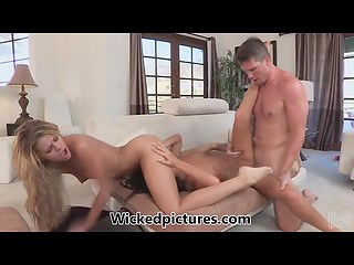 Two best girlfriends find way to share their common friend's cock during the hot threesome