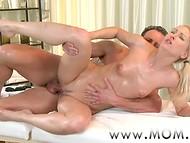 Красивый массаж с помощью камней окончился для мастерицы и клиента чувственным сексом  9