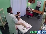 Сексуальная терапия которую предложил хитрый врач дала внезапные результаты в виде оргазма у девушки