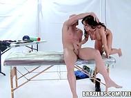Неподражаемая Capri Cavalli, в качестве оплаты, предоставила массажисту свою пиздёнку  10