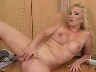 Flawless MILF with big tits picks her pusshole searching for tasty vaginal juice