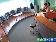 VIP клиника предлагает не только кофе и чай, но и сексуальные услуги хорошенькой медсестры 10