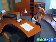 VIP клиника предлагает не только кофе и чай, но и сексуальные услуги хорошенькой медсестры 8