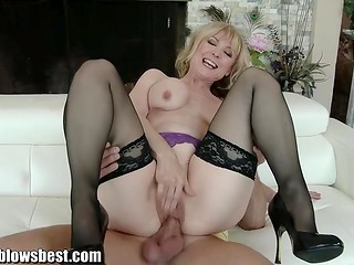 Blonde dame in sexy lingerie remembers her days of youth by making love to the powerful fellow
