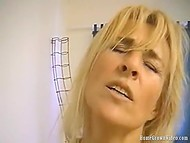 Towheaded MILF gets her trimmed pussy ardently fucked on the amateur camera