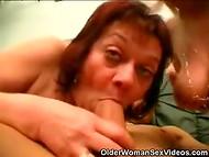 Взрослые, но всё ещё очень возбуждённые и голодные дамы утоляют свою жажду