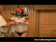 Развратник обвязал бечёвкой пышные цицероны самки с рыжими волосами и они тотчас набухли 6