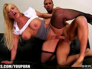 Что делать, если твоя секретарша типичная блондинка