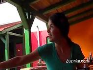 Чешская девушка специально не одевает трусики, чтоб иметь возможность добраться до киски в любой момент 11