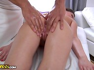 Dark-skinned fake masseur with beautiful body easily seduced the winsome client  5