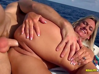 Guys fingering girls porn