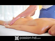 Gentle massage aroused Lola Reve so much that she pulled her arms to giant rod 4
