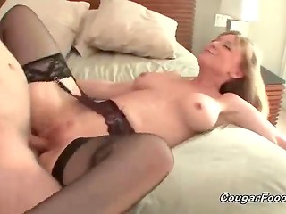White-haired woman became happy thanks to sex action with the youngster