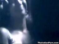 Индус спрятал камеру напротив кровати, чтобы снимать свои сексуальные приключения