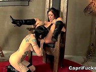 Decorated emo girl practices lesbian sex with her voluptuous girlfriend on the throne