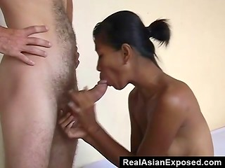 Filipino chick wants to make quick buck by sucking and getting fucked from behind by the tourist