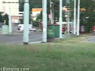 Светловолосая шалава отдалась двум приятелям прямо на оживлённом перекрёстке 6