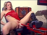 Bitch plays with vibrator before turning on the fucking machine in the amateur video