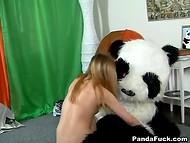 Русская разведчица захватила в плен панду и устроила ему допрос с пристрастием 8