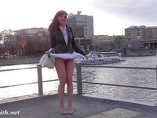 Соблазнительная куколка даёт возможность заглянуть себе под юбку в разнообразных публичных сценах