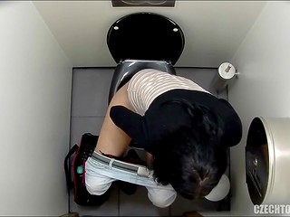 Hidden camera in Czech toilet films close up pussy scenes with amateur ladies