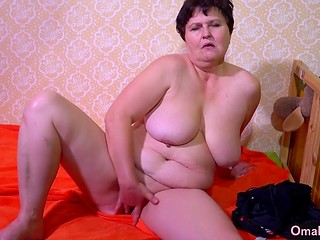 Old masturbatrix with saggy breasts rubs her mature vagina in front of camera