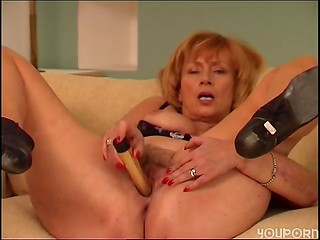 Mature cougar playing with her hairy cunt