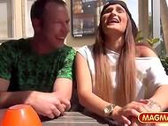Немецкие пикаперы сняли в кафешке улыбчивую крошку и отчпокали её на природе