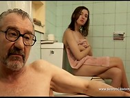 'Madrid, 1987' movie scene starring María Valverde in which young student and old journalist were locked in the bathroom 4