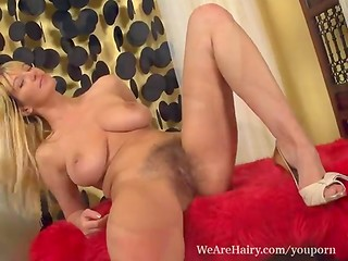 Vanessa shows her sensual body and plays with her very hairy pussy