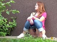 Подборка сцен, в которых обворожительные девушки теряют терпение и писают в разных местах