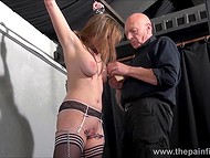 Teenage girl with shaved vagina and in black stockings paid a visit to old master of delivering thrills 4