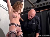 Teenage girl with shaved vagina and in black stockings paid a visit to old master of delivering thrills 6