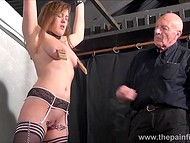 Teenage girl with shaved vagina and in black stockings paid a visit to old master of delivering thrills 7