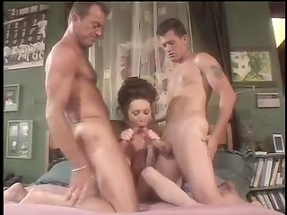 Skillful MILF can satisfy two strong knobs at once