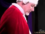 Добрый Санта-Клаус принёс дамочке подарок, а она обработала его стоячий посох 5
