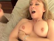 Роскошная Devon Lee с огромной грудью и в эротичном белье обучает молодца прелестям половой жизни 10