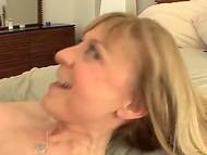 Роскошная Devon Lee с огромной грудью и в эротичном белье обучает молодца прелестям половой жизни 8