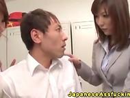 Анальная ебля со студентом так сильно понравилась японской училке, что она привела подруг оценить паренька 7