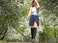 Kinky Jeny Smith is showing her shaved twat while walking through green park 4