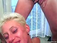 Любительское порно видео с участием зрелой бляди, которую пользует группа мужиков 11