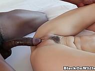 Большой прибор чернокожего тренера придал нужную растяжку мохнатой пиздочке тёлки 7