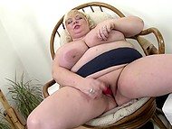 Light-haired BBW scrubbed shaved crave with mischievous fingers and took vibrating toy 11