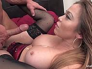 Азиатская порно актриса Mia Lelani облачилась в кружевное бельишко перед сексом с культуристом 11