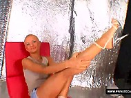 Bald jilt participates in the casting for the role in a porn movie and she does her best