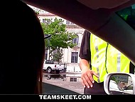 У водительницы не было налички и она смекнула, как можно иначе расплатиться с парковщиком 4