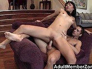 Porn agent promises to green Asian woman that his skilled assistant will make her squirt 10