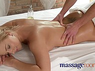 Practiced masseur risked to reach well-figured client's restricted areas and the risk paid off 4