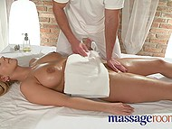 Practiced masseur risked to reach well-figured client's restricted areas and the risk paid off 6