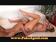 Две сексуальные дамочки ласкают друг друга и удовлетворяют агента на порно кастинге 7